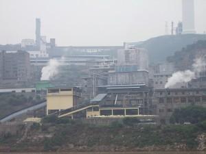 Site industriel au bord du Yangtze, en Chine