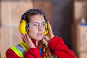 Femme dans la maintenance